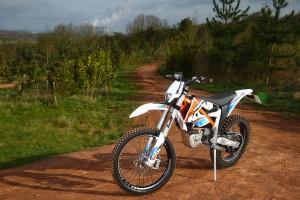 2015-KTM-Freeride-E-XC-Static-Left
