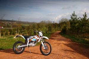 2015-KTM-Freeride-E-XC-Static-Right-1