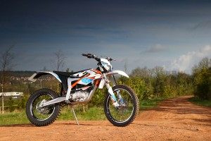 2015-KTM-Freeride-E-XC-Static-Right-2