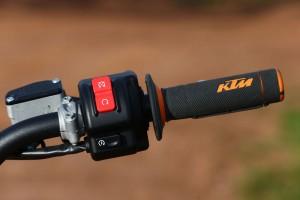 2015-KTM-Freeride-E-XC-Throttle