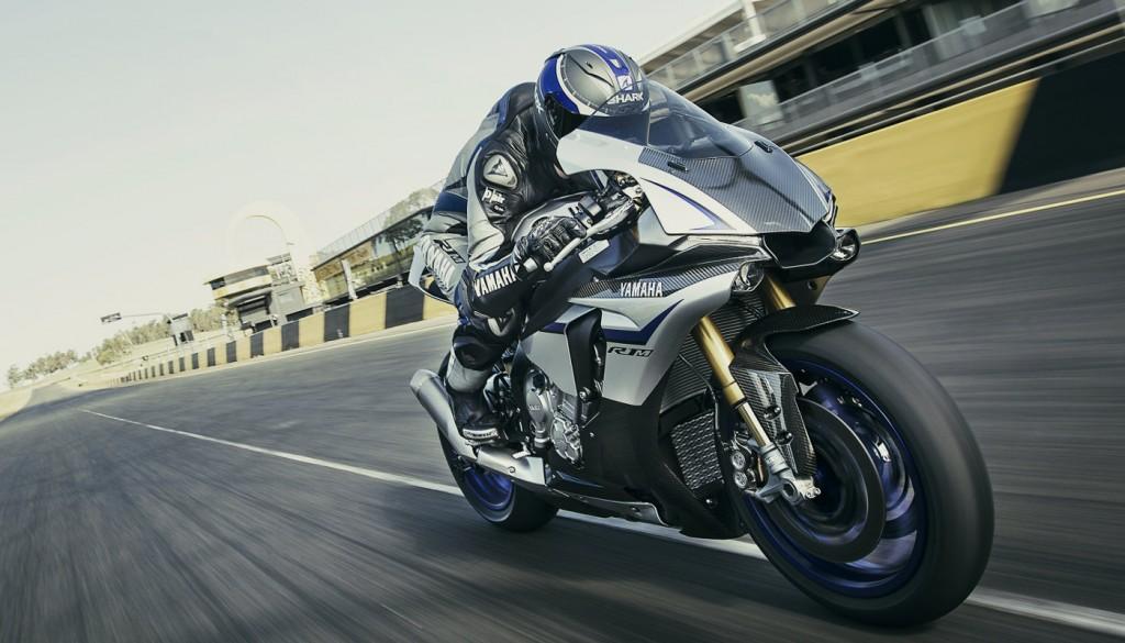 2016 Yamaha YZF-R1M Action