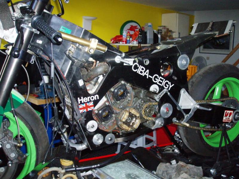 Skoal Heron Suzuki RG500 XR70RV Carbon Frame GP Bike