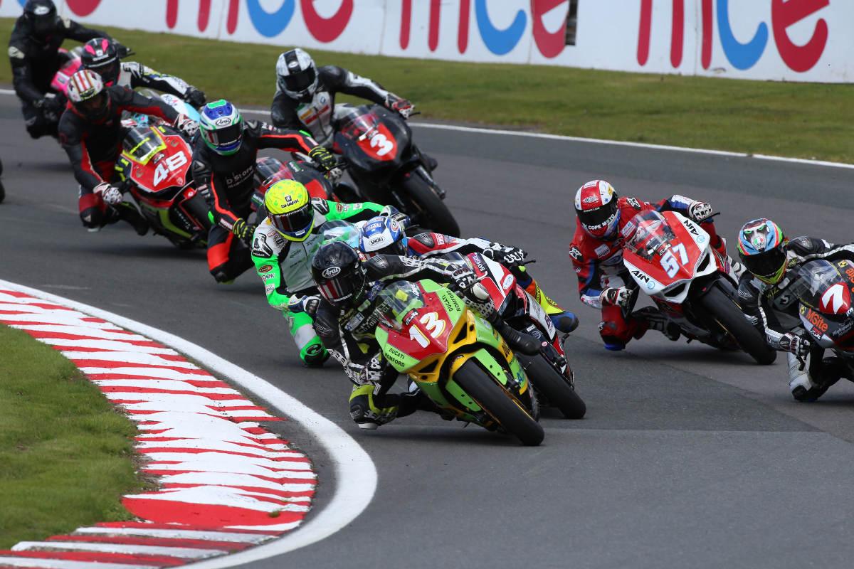 2017 Ducati TriOptions Oulton Park Round 3