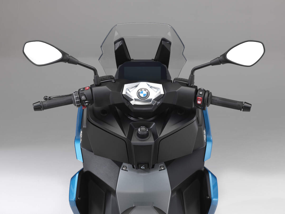 2018 BMW C 400 X Scooter Dash and Bars