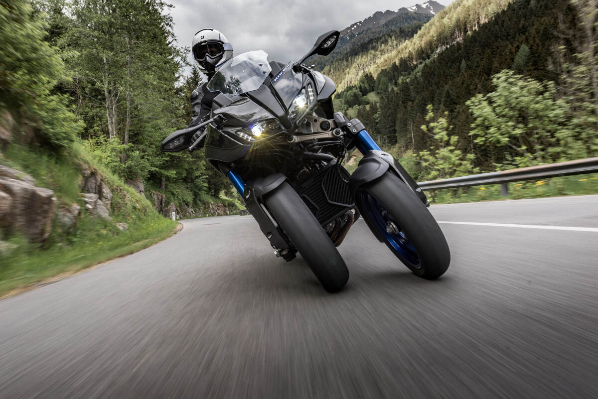 2018 Yamaha Niken Cornering