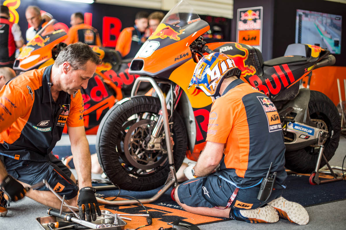 Mechanics work on Bradley Smith's KTM RC16