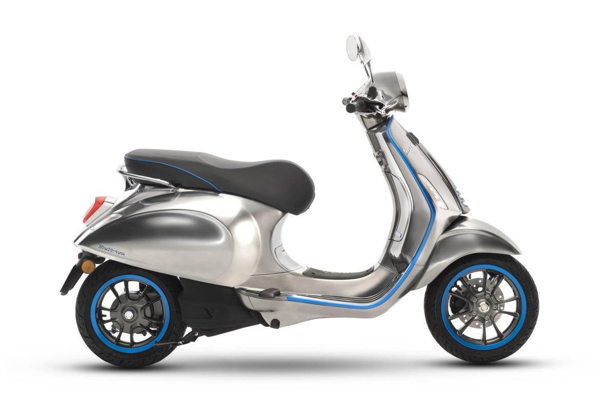 Vespa Elettrica Goes Into Production In 2018 - First Electric Vespa Scooter Side View