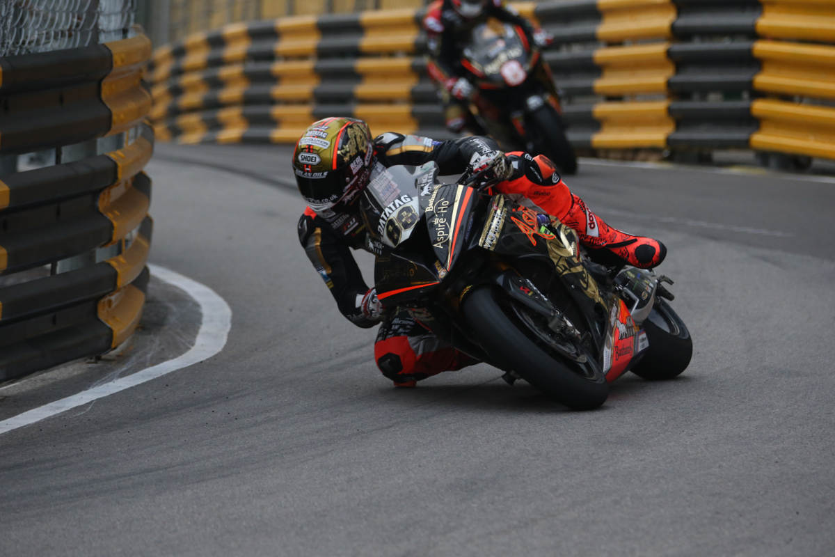 Peter Hickman on the Bathams BMW at the 2018 Macau GP